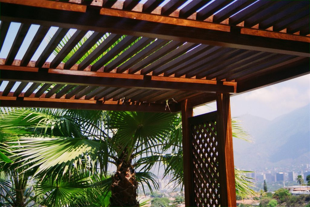 P rgolas de madera la patioteca construye tu p rgola de - Pergolas de madera en sevilla ...