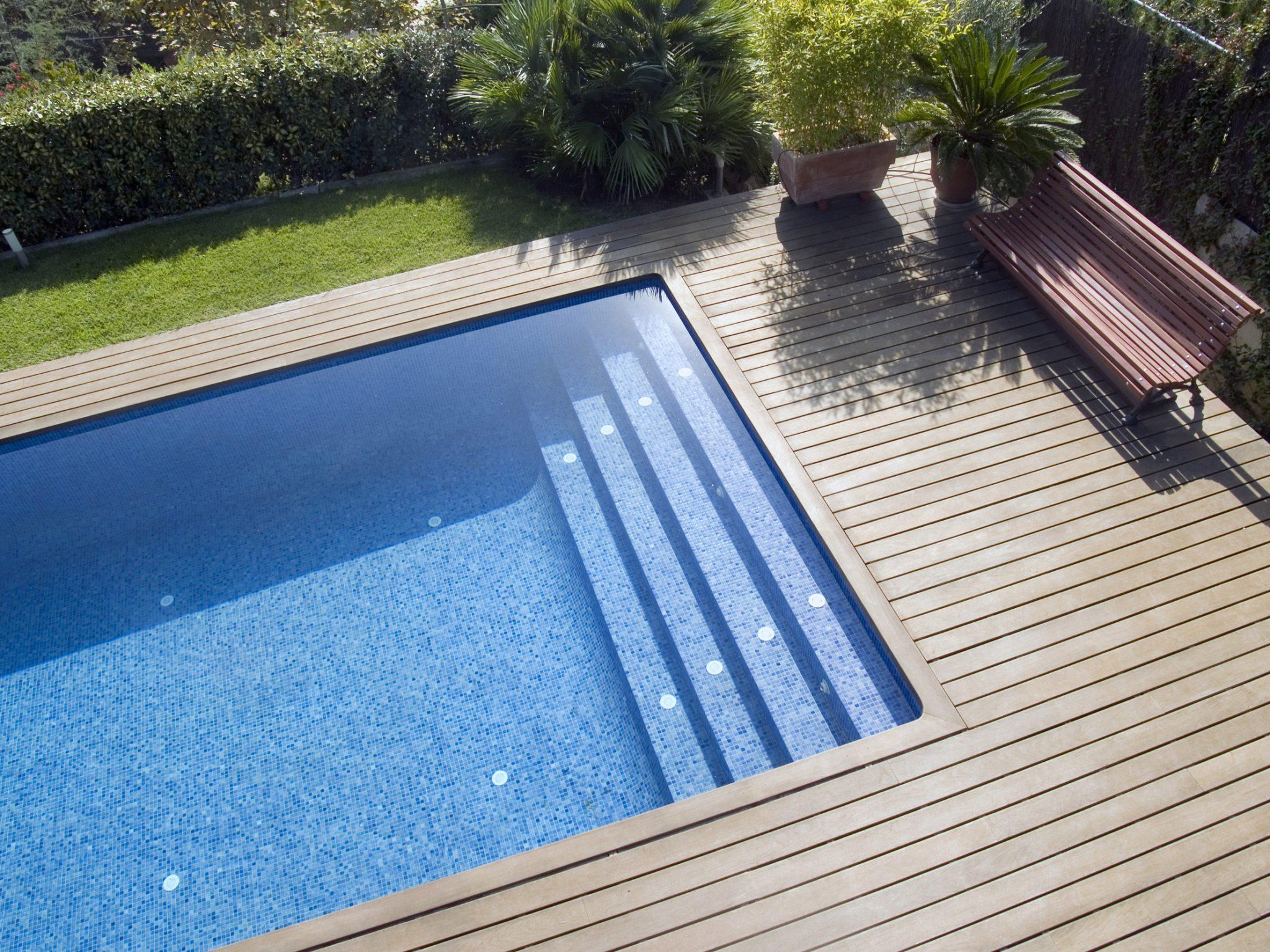 tarima en piscina